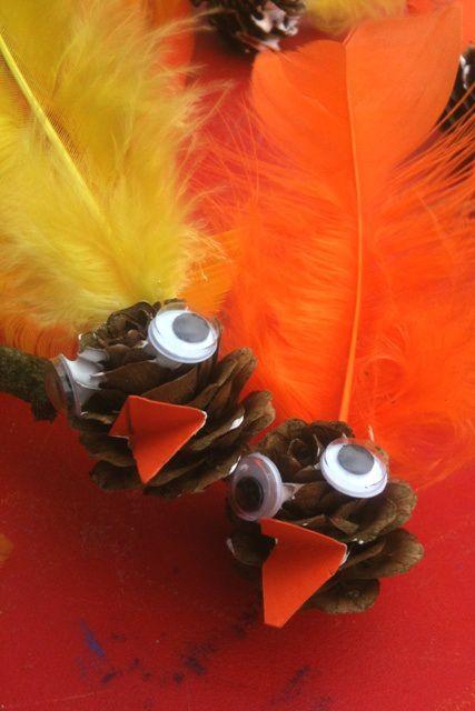 Påskekyllinger lavet af lærkekogler