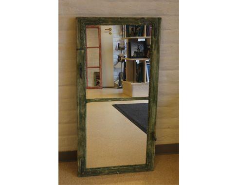Speil. laget fra gammelt vindu