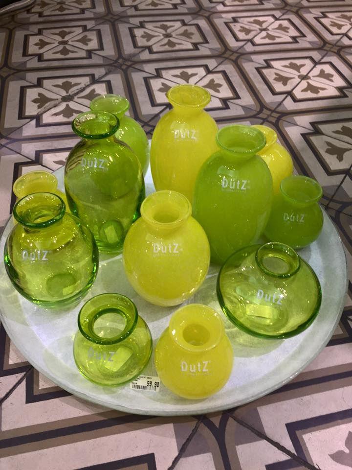 Dutz Vasen in frischen Farbein. Erhältlich in der Wiener Innenstadt - bei Albin Denk