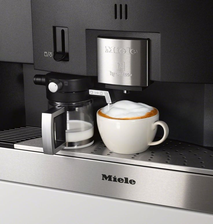 Il caffè è un abbraccio formato tazzina (Cit) buongiorno 😊 #macchinadelcaffe #mìele #elettrodomestici #showroom #rossimobili1975 #botticino