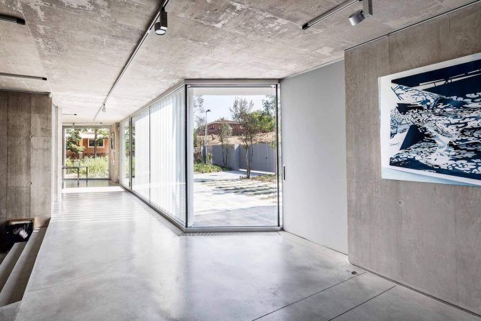 Half a home and half an exhibition space for contemporary artwork - CAANdesign