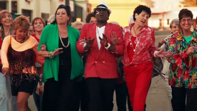 Elderly People Cover 'Uptown Funk' and It's Amazing