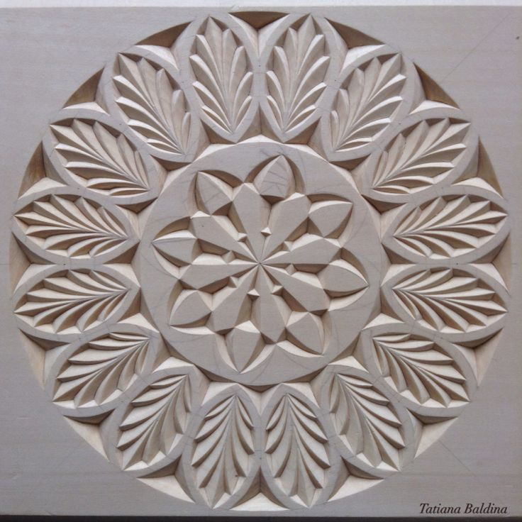 Chip carving (pattern by Tatiana Baldina) https://instagram.com/tatbalcarvings/