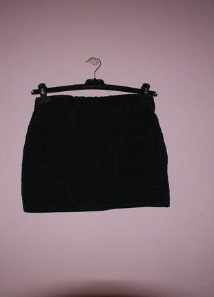 Kup mój przedmiot na #vintedpl http://www.vinted.pl/damska-odziez/spodnice/16538174-bandazowa-czarna-spodnica-z-zipem-z-tylu
