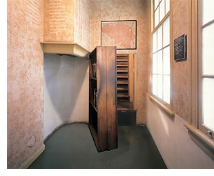 Holland S Anne Frank House Seeing The Bookshelf That Hid