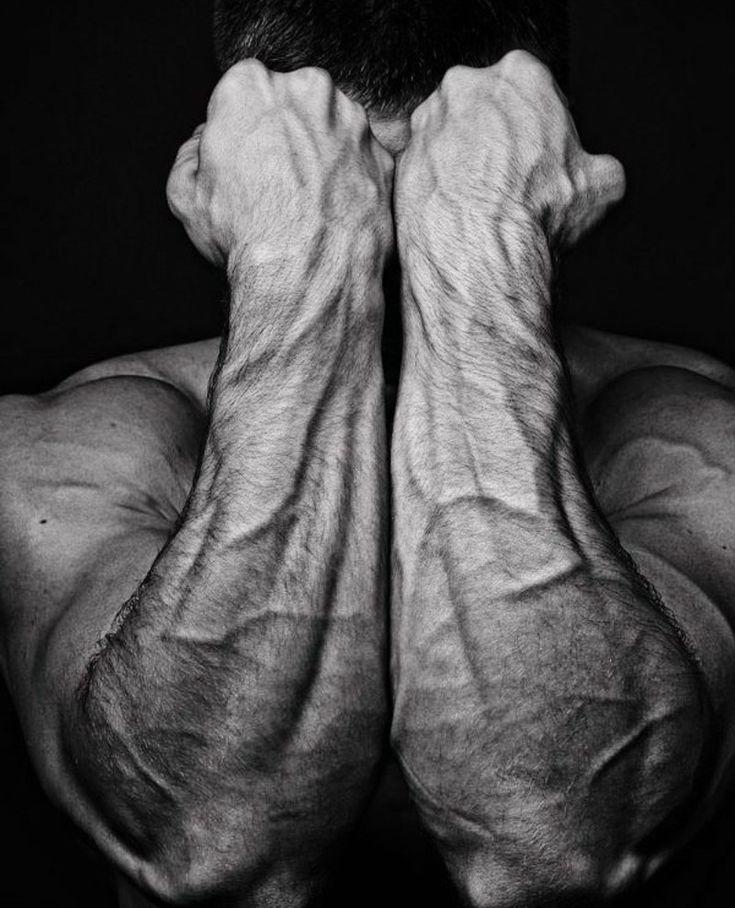 сильные мужские руки фото ним достаточно легко