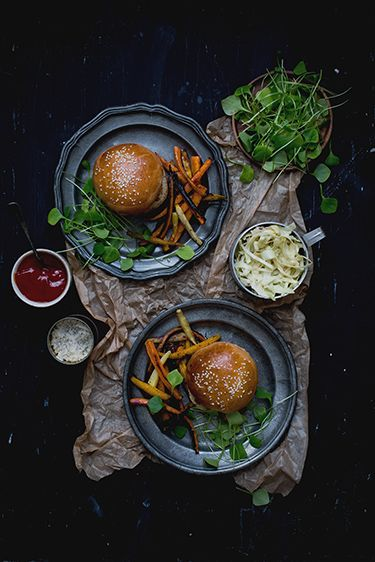 Pulled Pork Sandwiches on Homemade Buns with Roasted Root Vegetables via Carnets Parisiens #recipe