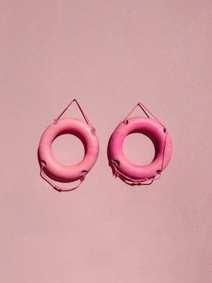 Marcus Cederberg - You jump I jump. A photograph of two  lifebuoys against a pink wall.