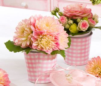 Charming arrangements  I love gingham, it's so happy looking and country.