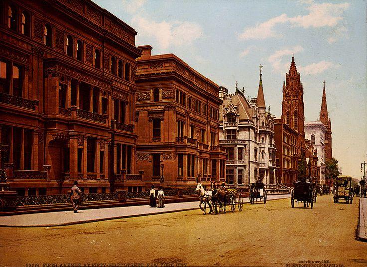 Mansão Vanderbilt 660 na 5ª avenida em Nova York, NY, USA. Construída por William Kissam Vanderbilt, em 1883. Neto de Cornelius Vanderbilt, William construiu outras mansões magníficas, como a Idle Hour (1900) em Long Island, NY e a Casa de Mármore, de 1892, em Newport, Rhode Island.