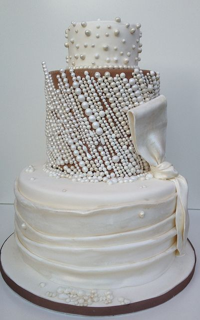 Pretty wedding cake inspired by Priscilla of Boston wedding dress by Elizabeth's Cake Emporium   ᘡղbᘠ