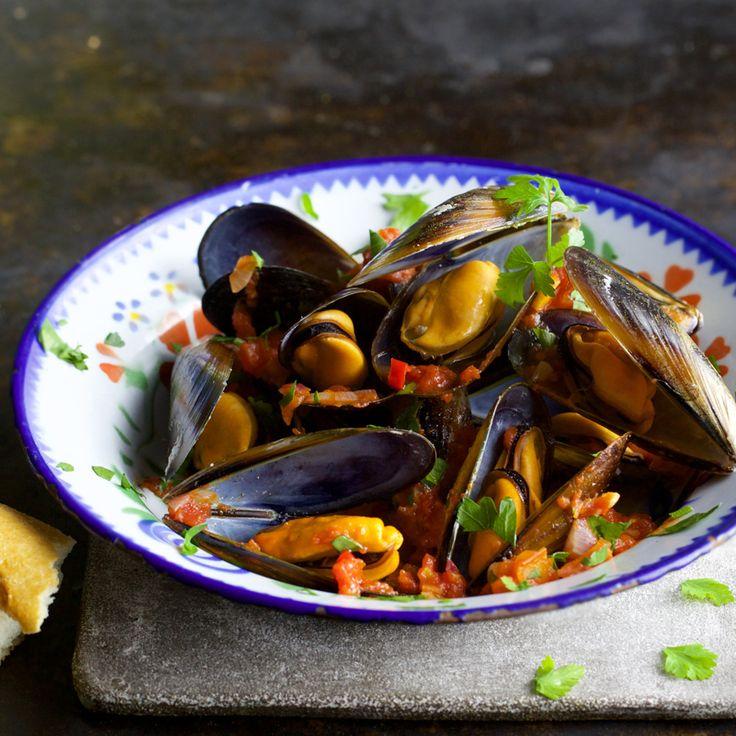 Frische Miesmuscheln kann man beim Einkauf am Geruch erkennen: Sollten die Muscheln nach Meer und Algen riechen, dann kaufen.