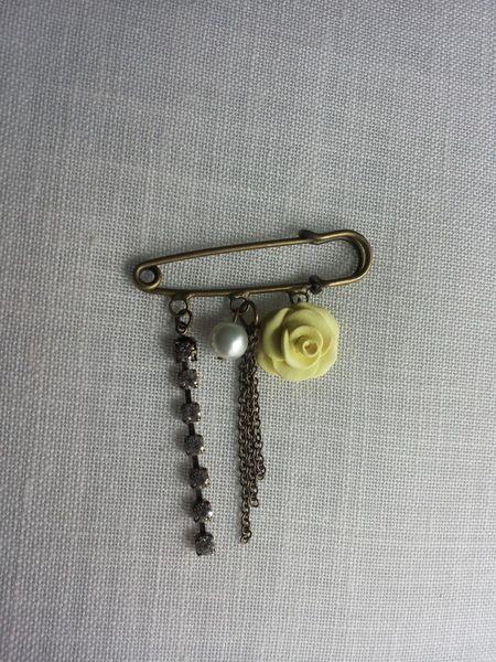 broche vintage amarillo de ARTPERSONAL por DaWanda.com