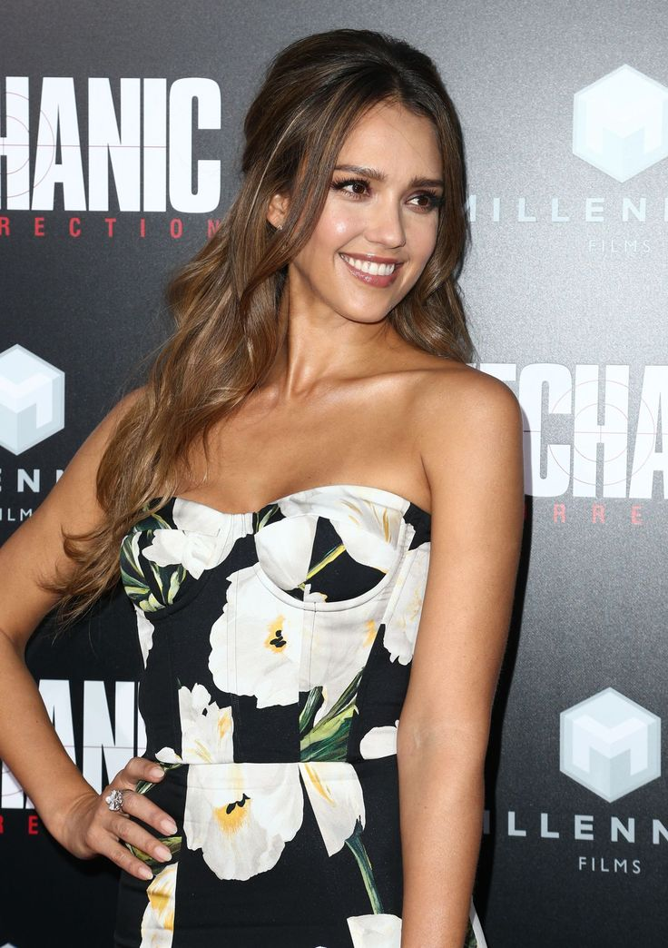 Jessica-Alba-Premiere-of-Mechanic-Resurrection-in-Hollywood-10