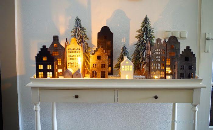 Sinds september van dit jaar ben ik begonnen met het kopen van zinken huisjes op Marktplaats. Edwin, die vorig jaar aan de kerstspecial meedeed had er vorig jaar een hele plank vol staan in de keuken. Dat vond ik zo…