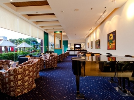 Le Bar Atelier - The cozy place to enjoy the live music only at Hotel Aryaduta Makassar