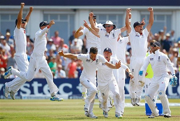 The English cricket team celebrates beating Australia on the last day of the first Ashes cricket test match at Trent Bridge cricket ground in Nottingham, England, July 14, 2013. 1-0
