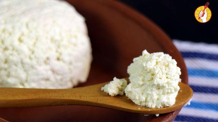 Te enseñamos cómo hacer la manera más sencilla de preparar tu propio queso ricota casero, también conocida como requesón, para que lo uses en tortas, terrinas y todas las preparaciones que quieras.