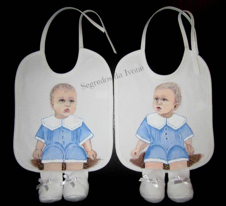 BE108 - Pintura em babetes para gémeos