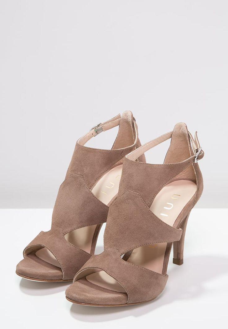 Diese feminine Sandalette sorgt für freudiges Herzklopfen. Unisa WALKER - High Heel Sandaletten - tanin für 95,95 € (27.07.16) versandkostenfrei bei Zalando bestellen.