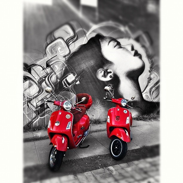 A snap from yesterday's coffee ride ... You can follow all the ongoing vespa fun at @vespaaz #iphoneonly #iphoneography #iPhone4 #jj #instamood #instagood #allshots #instatalent #ig #igdaily #picoftheday #bestoftheday #gf_daily #vespaaz #vespa #vespas #vespaclub #vespamania #vespamaniacs #vespabatam #vespamaniacs #vespagram #vespas #piaggio #scooters #scooter #phoenix #arizona #instaaz