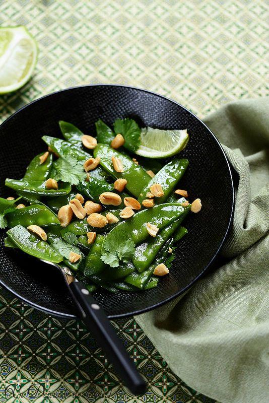 Un dejeuner de soleil: Salade de pois gourmands à la thaïlandaise