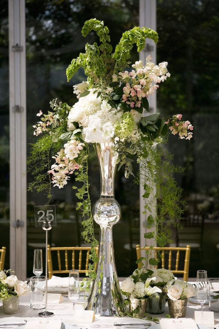 wedding flowers vase 25 best ideas about trumpet vase centerpiece on 9654