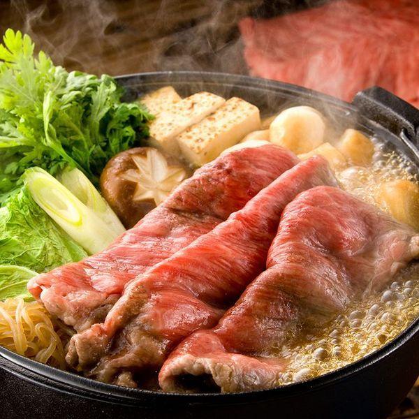 甘辛い味がおいしいお鍋の定番の一つ「すき焼き」。作り方は関東風と関西風があり、どちらもとってもおいしいお鍋ですよね!「関東と関西の作り方の違いって?」「割り下はどう作るの?」そんな疑問を解決すべく、今回はすき焼きの材料、基本の作り方から一工夫したレシピまでをご紹介します♪