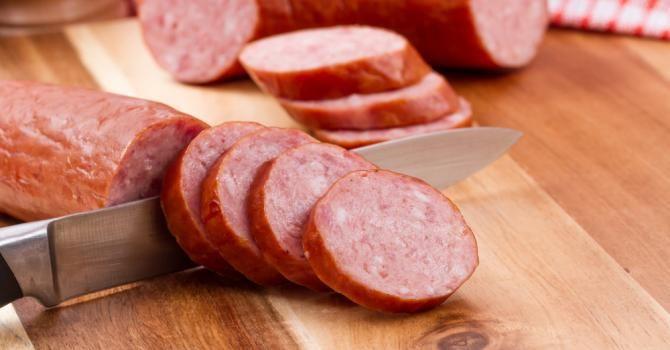 Recette de Saucisse maison légère à l'ail. Facile et rapide à réaliser, goûteuse et diététique. Ingrédients, préparation et recettes associées.