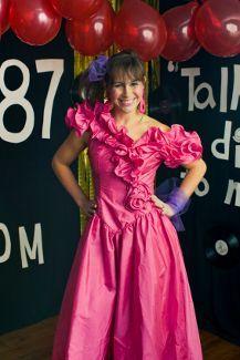 Ich muss die Ballkleider aus den 80ern lieben ... Mit der Frisur hatte ich das Gefühl, als würde sie wie Jo aussehen ...  #80ern #ballkleider #frisu...