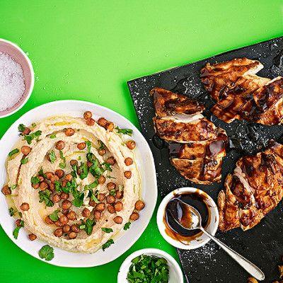 Ugnsstekt kyckling med hummus och rostade kikärtor