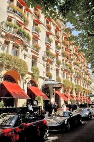 世界一美しいと言われたシャンゼリゼ通り。パリの見所のひとつシャンゼリゼ通りを集めました!