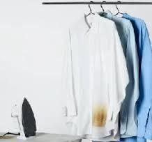 As roupas que fica manchadas pelo ferro de passar são marcas bem feias e amareladas. Isso pode acontecer com qualquer pessoa que for passar uma roupa. Com isso, saber como tirar manchas de queimado
