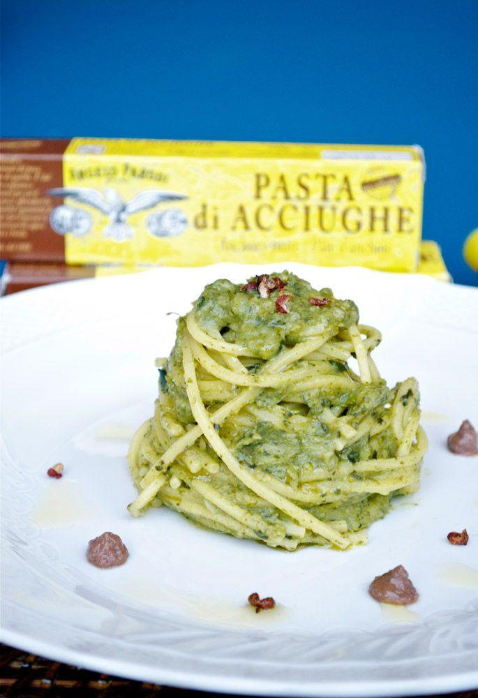 Spaghetti-alla-chitarra con crema di broccoletti e pasta d'acciughe