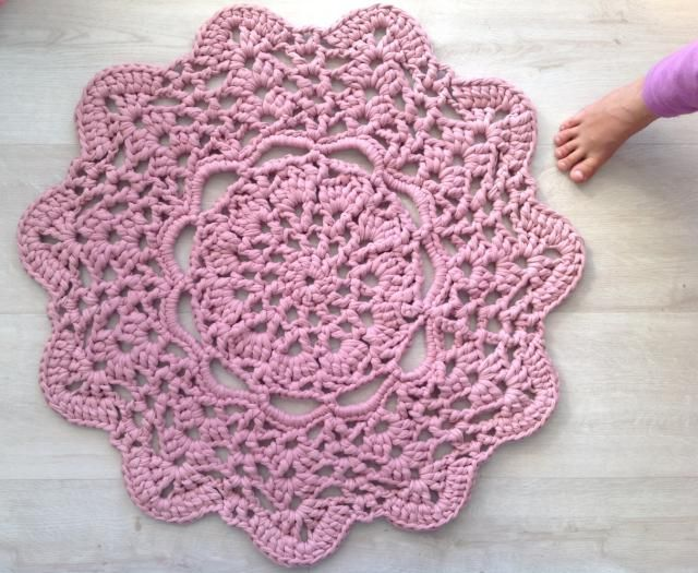Crochet Bath Mat Patterns and Other Free Bathroom Patterns: Pink Doily T-shirt Yarn Crochet Bath Mat Free Pattern