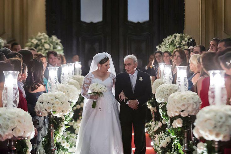 Confira o casamento completo de Cris e Diogo no EuAmoCasamento.com! #euamocasamento #NoivasRio. Foto de Patricia Figueira e Sabrina Vasconcelos Photography.