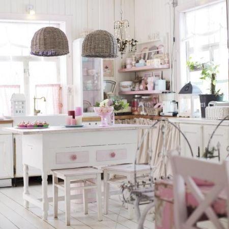 cucina total white con accessori rosa