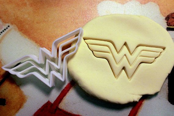 ★ Other Superhero cutters can be found here! ★  https://www.etsy.com/shop/StarCookies/search?search_query=superhero   Measurements  4 x 1.75 Approx.