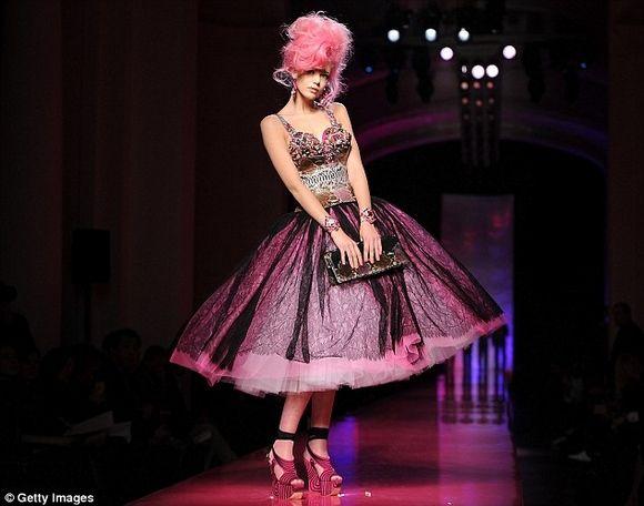 Jean-Paul Gautier's S/S 2012 Amy Winehouse Tribute Show: A Mini-Saia Jeans, Paris Fashion Week, Fashion Style, Jean Paul Gaultier, Seeking Amy, Amy Winehouse, Jeans Paul Gaultier, Doce Paul, Haute Couture