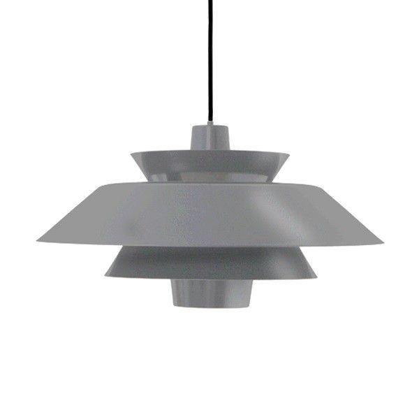 Emaliowana lampa wisząca Lounge HK Living - szaraDuża emaliowana lampa wisząca o zaskakującym kształcie, która mimo swego holendersiego rodowodu, nawiązuje do klasyki duńskiego wzornictwa.