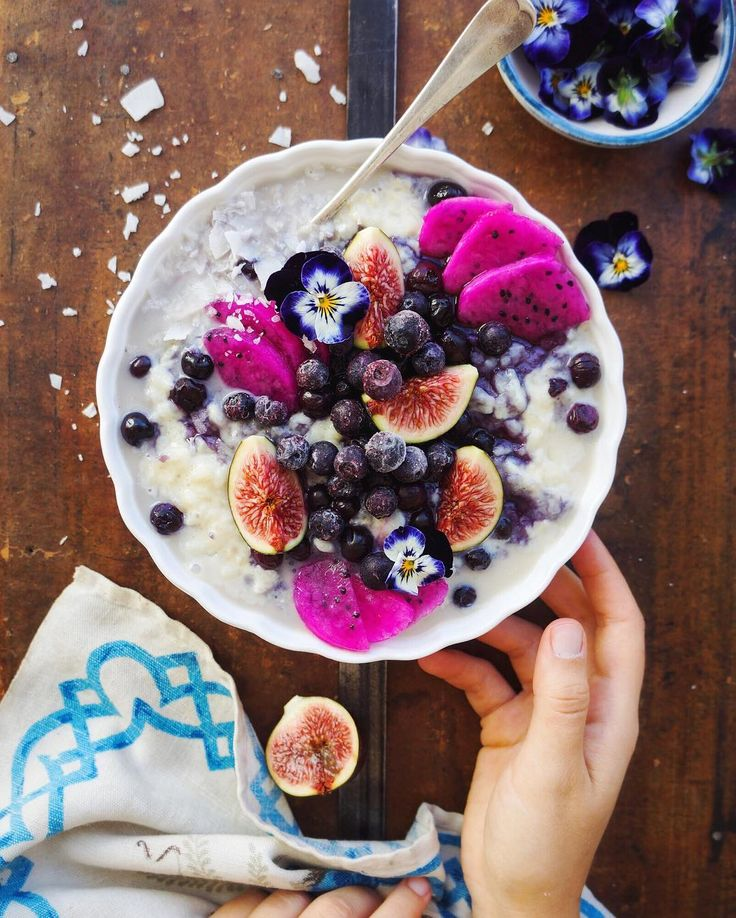 Creamy rice porridge with figs, blueberries & dragon fruit.