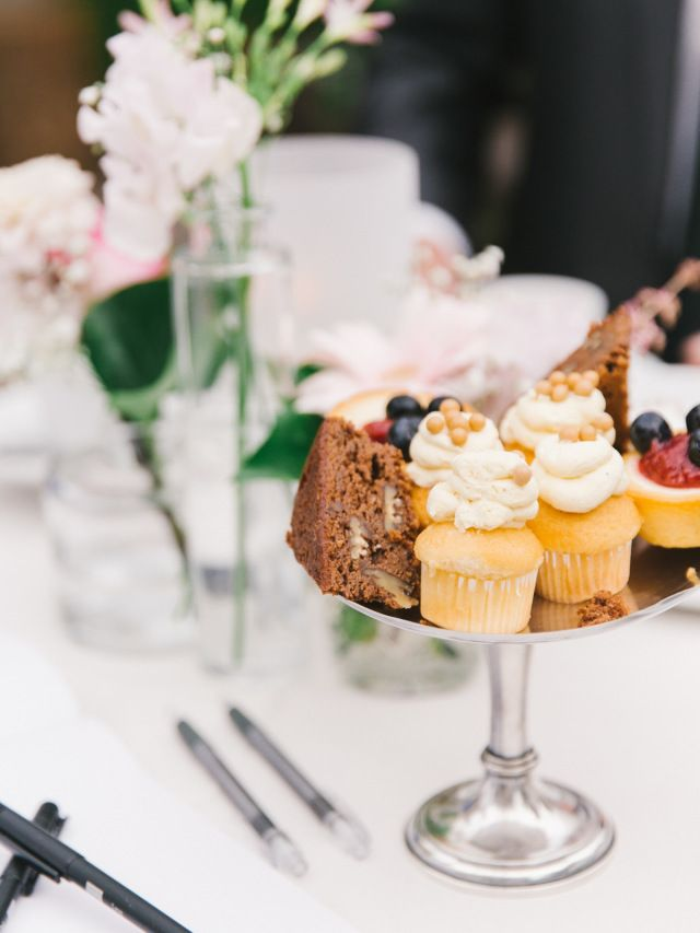 Credit: Chymo & More Photography - geen persoon, chocolade, eten, tabel (meubels), heerlijk, crème, feest, stilleven, restaurant, eet- en drinkgerei, nagerecht, couvert