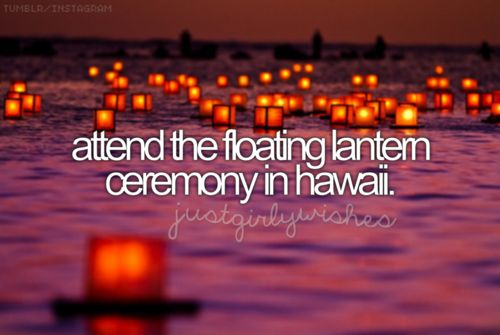 13) Ir al festival de linternas flotantes en Hawaii.