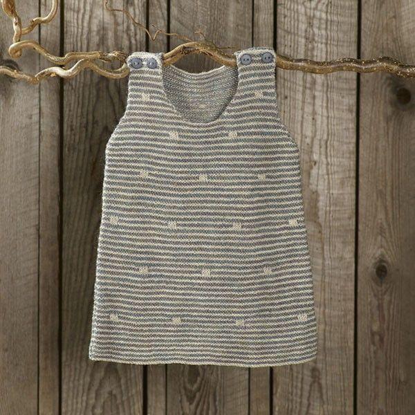 Spirrevip kjole by Annette Danielsen from the book Strik til småfolk