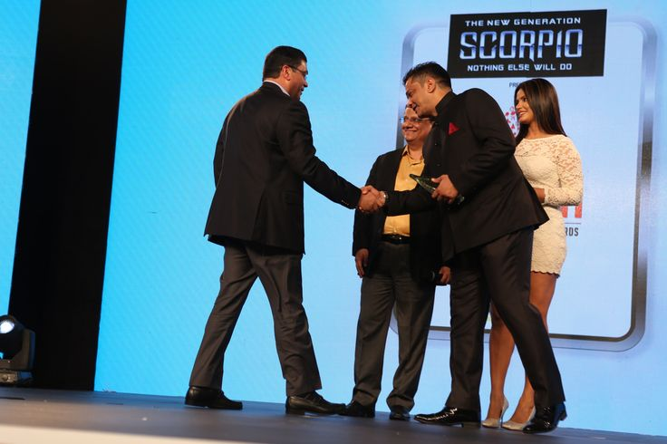 Times of India Sports Awards (TOISA) 2017, the COO Manish Rach announcing the launch of True Sports channel with the CEO Zahir Rana and actress Neetu Chandraa.
