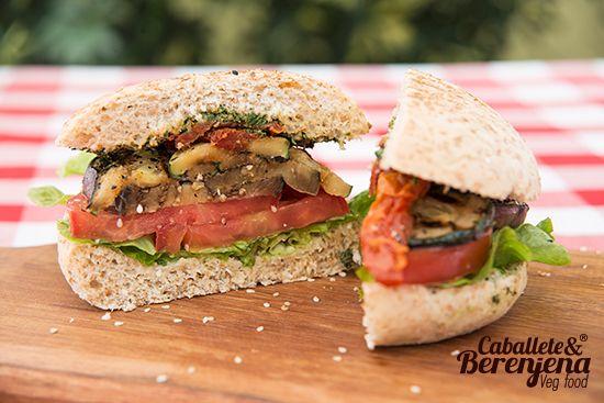 #Hamburvegsa Mediterranea fusion de vegetales grillados #PestoAlbahaca #Vegan