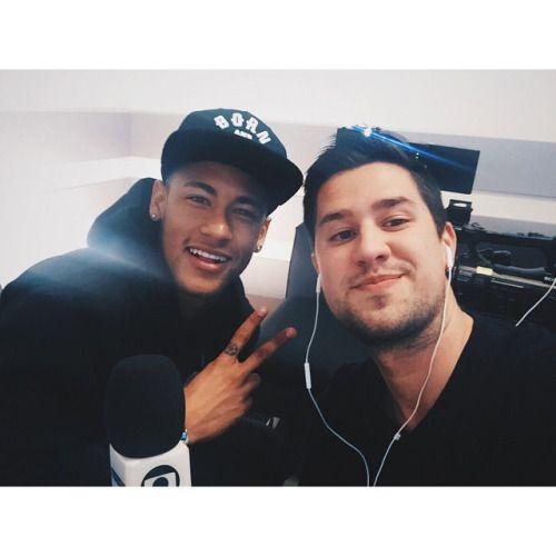 Neymar with a fan - 10.04.2015