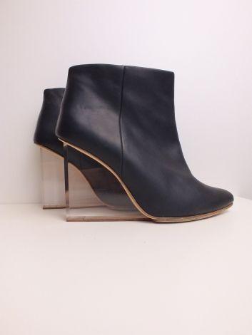 Bottines & low boots à compensés Maison Martin Margiela pour H&M 88,00 € https://www.videdressing.com/bottines-low-boots-compensees/maison-martin-margiela-pour-h-m/p-6566173.html?utm_source=pinterest&utm_medium=pinterest_share&utm_campaign=FR_Femme_Chaussures_Bottines+%26+low+boots_6566173_pinterest_share