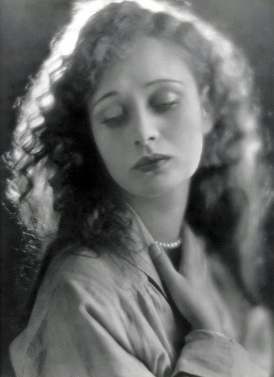 Dolores Costello, silent film star, wife of John Barrymore, grandmother of Drew Barrymore, 1926