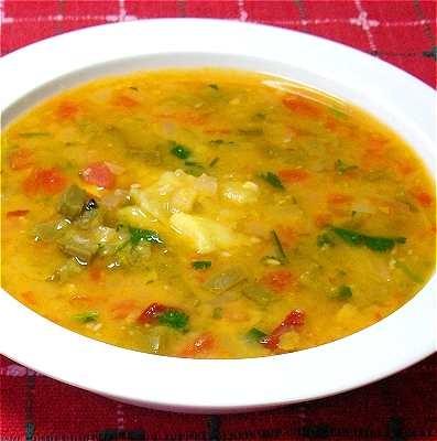 Caldo de habas con nopalitos y chile chipotle -- tradicional plato mexicano para la Cuaresma.  // Broad bean soup with cactus pieces and chipotle chile -- traditional Mexican dish for Lent.